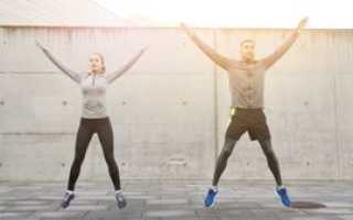 8 эффективных упражнений для стройной фигуры: круговая тренировка на улице